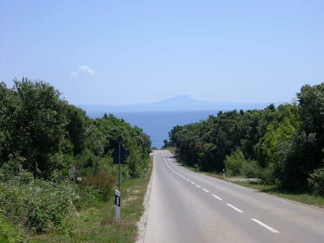 This first view just before entering Duga uvala will welcome you. When the weather conditions are clearer, the islands in the distance (Cres, Losinj...) are on your palm.