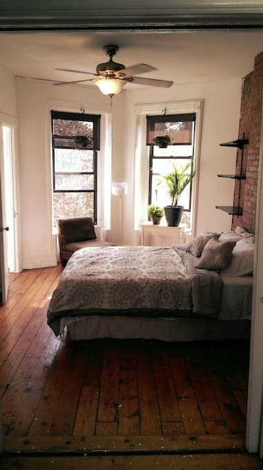 Bedroom #1 - Queen size bed, Large room plenty of sunlight w/extra alcove room (walk-in closet) with window