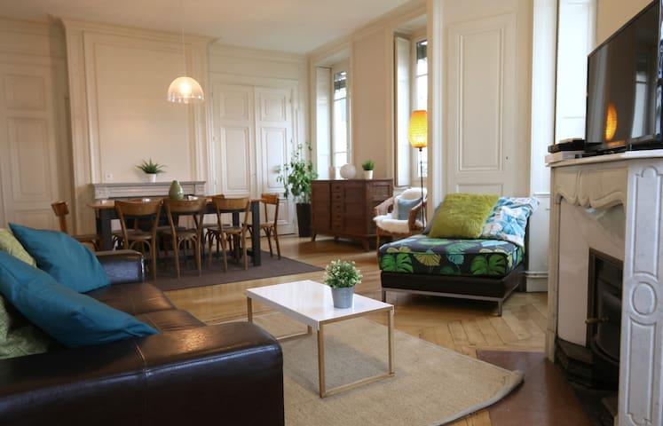 BEAUTIFUL 114SQM APARTMENT - HOTEL DE VILLE