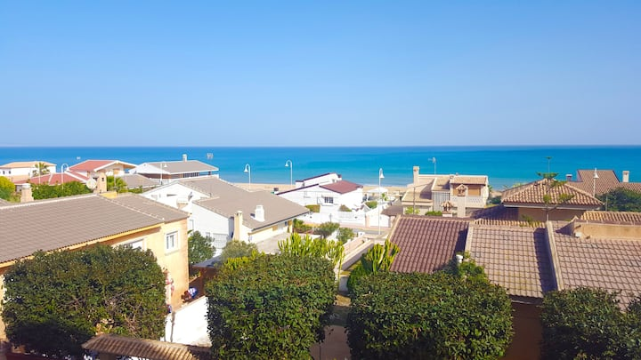 SEA VIEW, 50m FROM THE BEACH