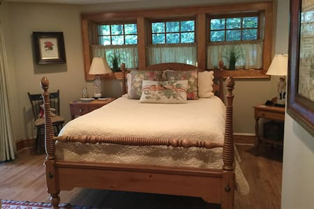 Lakefront serenity in the Heart of Cashiers - Cashiers - บ้าน
