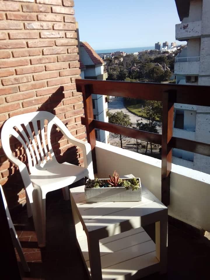 Depto, centro, 3 de la playa, luminoso con balcón