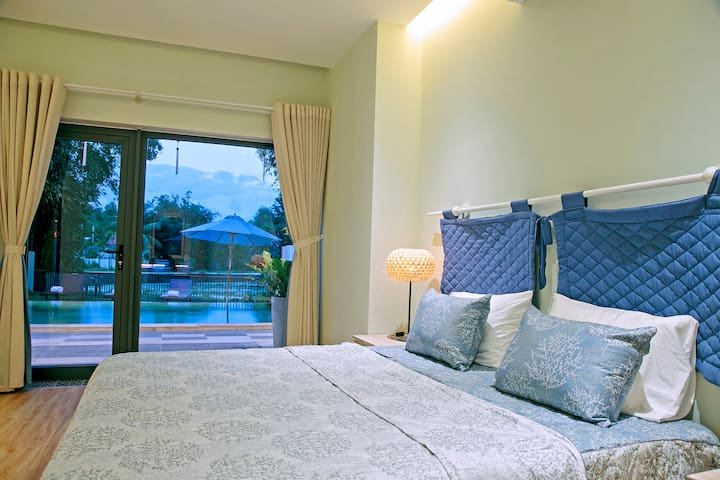 Classic double room with pool view