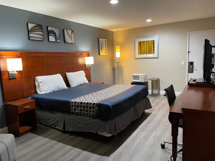 Rooms sleep 4 near Disneyland and Newport  Beach.