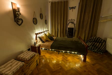 Homey Dragonfly Studio located in City Center - Sibiu - Pis