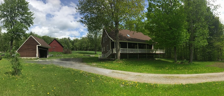 Vermont country getaway, close to everything!