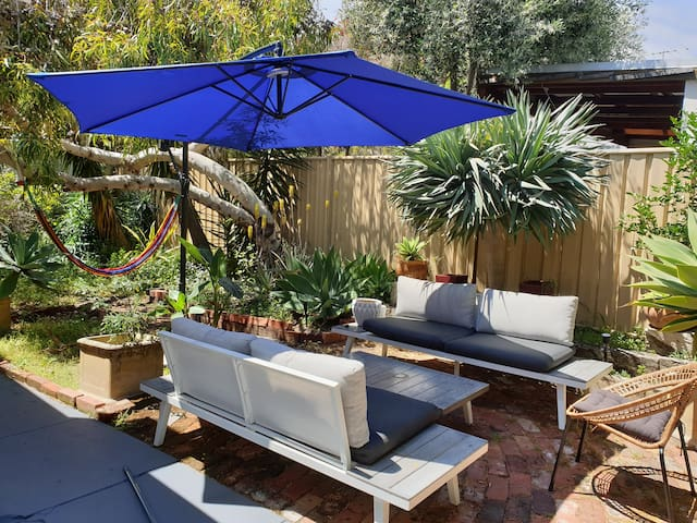 Cottage, best location, central Freo and SouthFreo