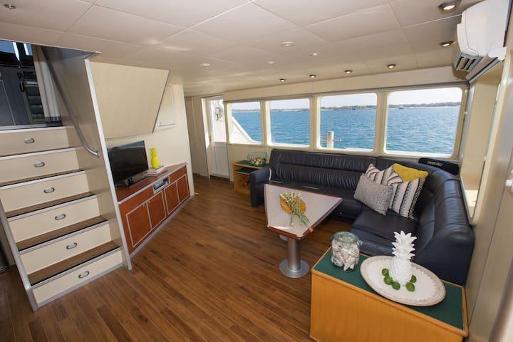 Georgeous Catamaran Haruku 72ft - Private Charter