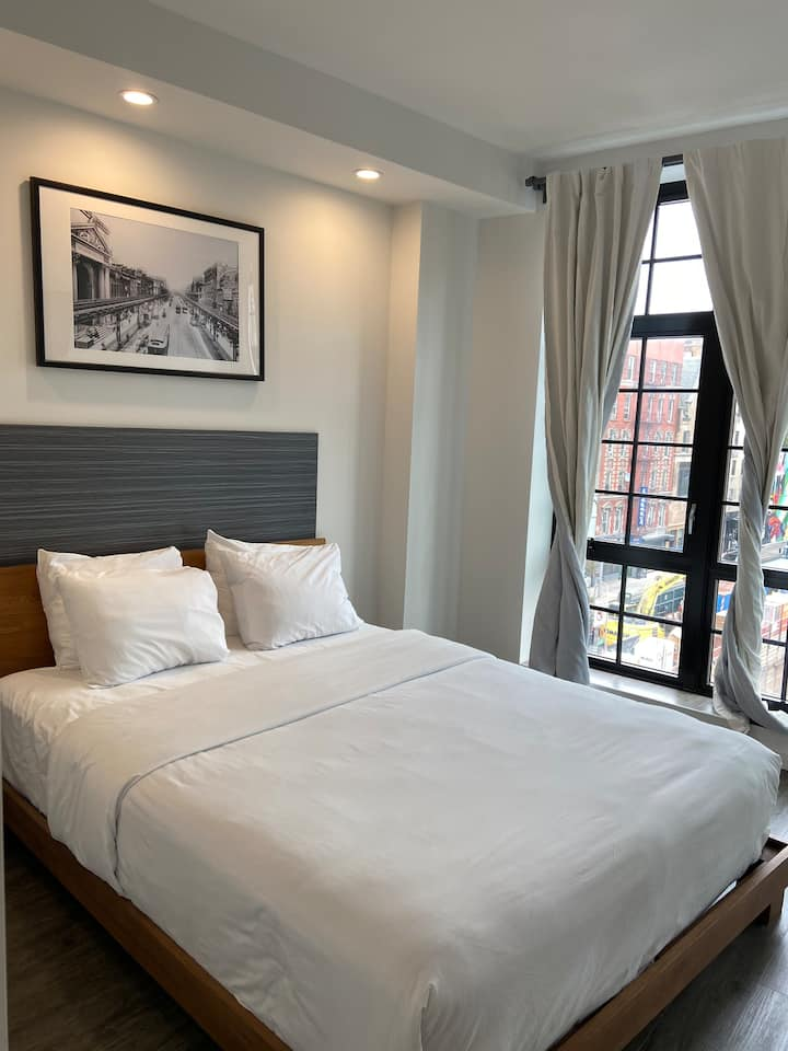 138 Bowery,  Queen Room
