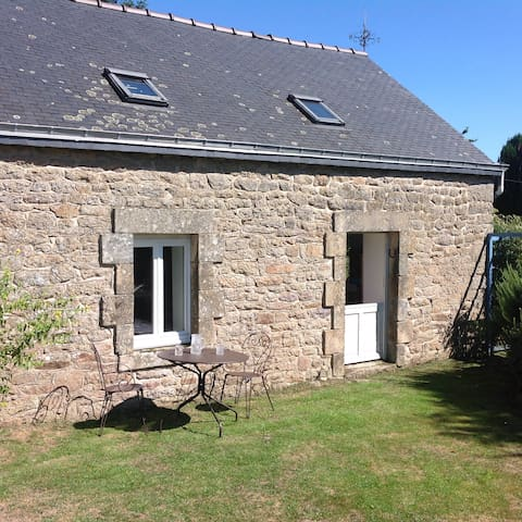 Kergadou, modernised Breton cottage - Langonnet  - House