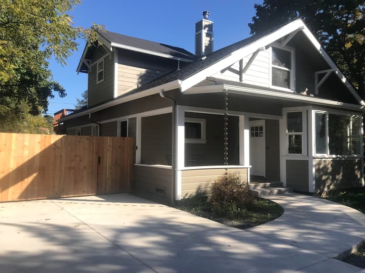 Remodeled 1860's Eugene Home Close To Everything