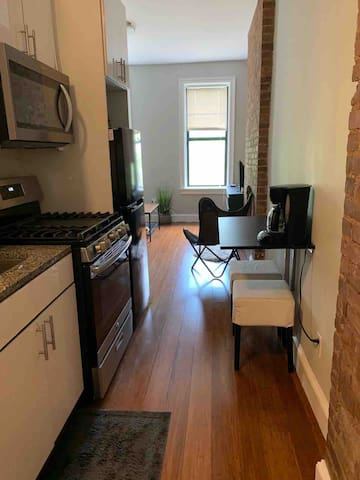 Cozy apt near Bloomingdales and Central Park.