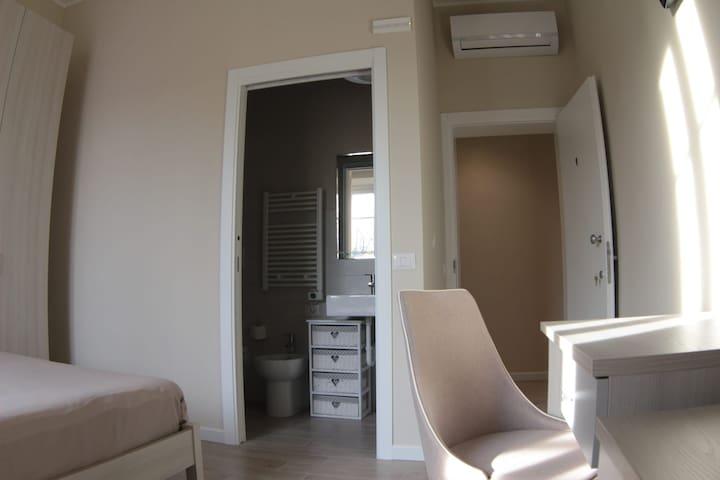 Moderna Stanza in Empoli con Bagno Privato - N.1