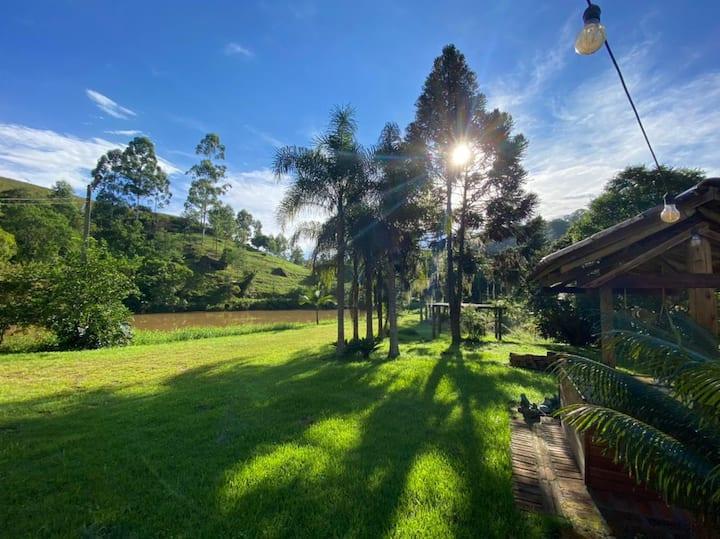 Casa de Campo Ampla em Meio a Natureza