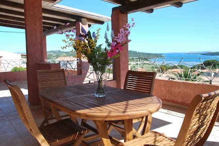 Beautiful double penthouse with sea view- sleeps 5 - Porto Pozzo - Lejlighed