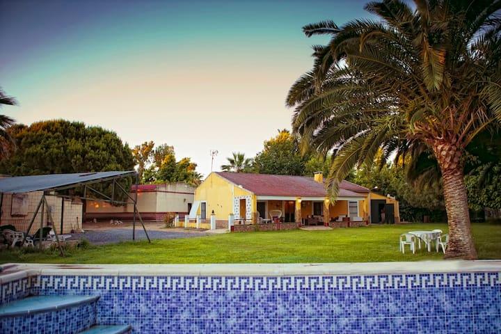 Chalé.. con 4 habitaciones y piscina