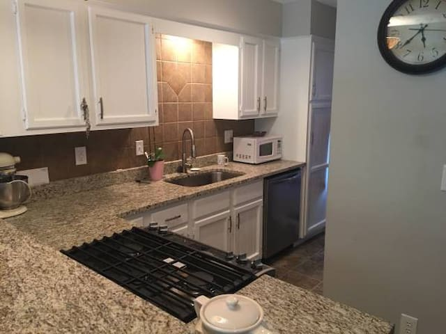 1 Bd - Townhome w/ private bathroom - Lee's Summit - Rivitalo