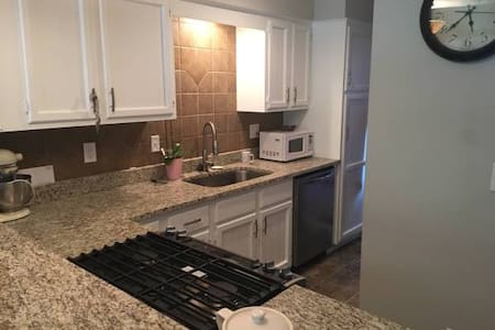 1 Bd - Lakewood w/ private bathroom - Lee's Summit