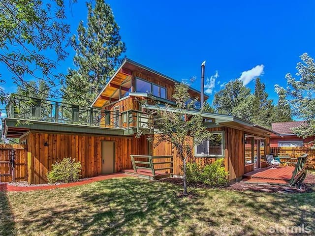 Mountain Cabin in Heart of South Lake Tahoe Keys - South Lake Tahoe - House