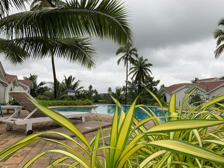 Heartfull Home Cozy 1 BHK Pool View RIVIERA