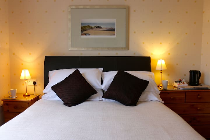 Artists Studio BnB, by the sea. All rooms ensuite. - Bournemouth - Bed & Breakfast