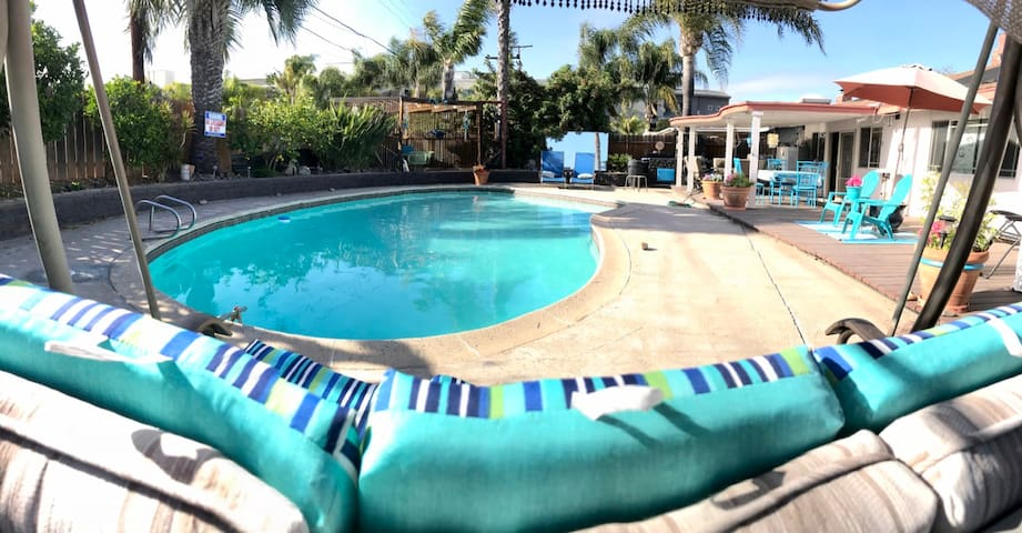 THE LUV SHACK IS CENTRAL, PET FRIENDLY, WITH POOL