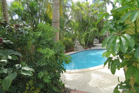 The Palmetto House, New Miami Pool Home Sleeps 12