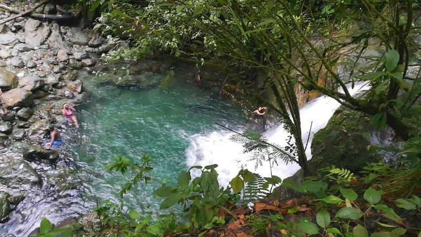 Chalet con piscina-cerca de San Cipriano B/ventura