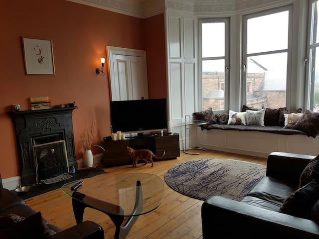 Charming room in Stockbridge, close to city center