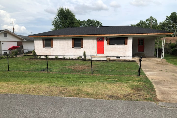 Peaceful 3 Bedroom 1 Bath with PoolTable