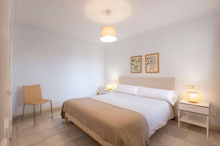 Double bedded room nº1 with bathroom ensuite. All bedrooms equipped with aircon. On the ground floor.