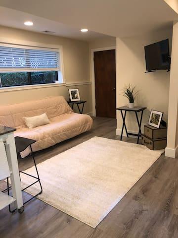 Cozy Modern Suite/Apt.