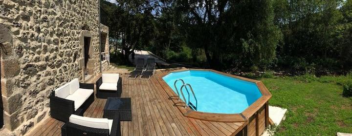 Maison de caractère, piscine, sud Ardèche