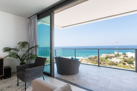 High beachfront apartment with perfect view