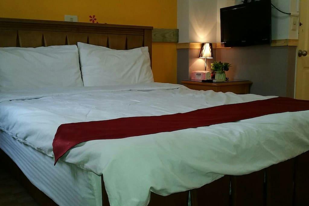 簡約舒適的雙人床
