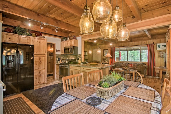 Secluded South Lake Tahoe Cabin w/Deck & Fire Pit!