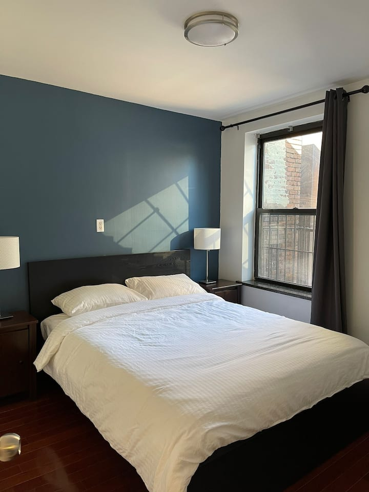 Queen Bed With Private Bath Chinatown NYC