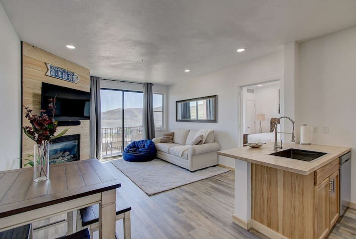 Updated Lakeview Condo Near Jordanelle