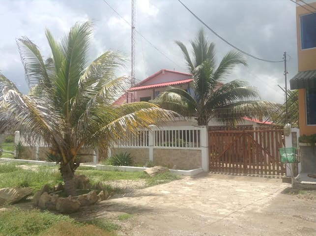 Beach Front Ocean view 4 bedroom - Ballenita - House