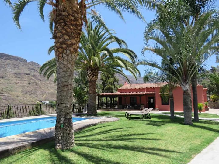 Great finca with 5 bedrooms, 4 bathrooms and private heated pool