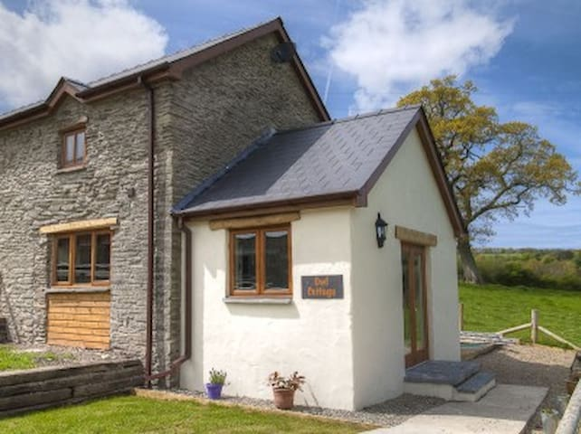Beautifully converted barn - Newchapel - บ้าน