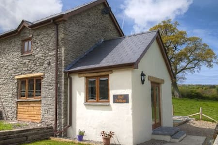 Beautifully converted barn - Newchapel - Rumah