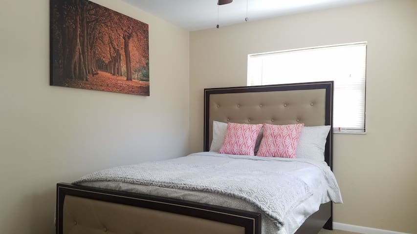 COZY ROOM 2MINS TO ALTAMONTE MALL