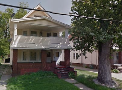 2-Unit - 4 Bed, 2 Couch  Multi-Unit House for RNC - Cleveland