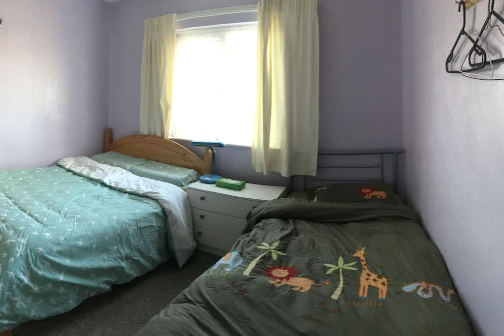Cosy double and single bed room with private shower and toilet room