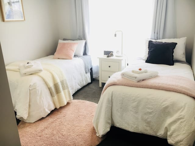 Single room perfect for student or professional