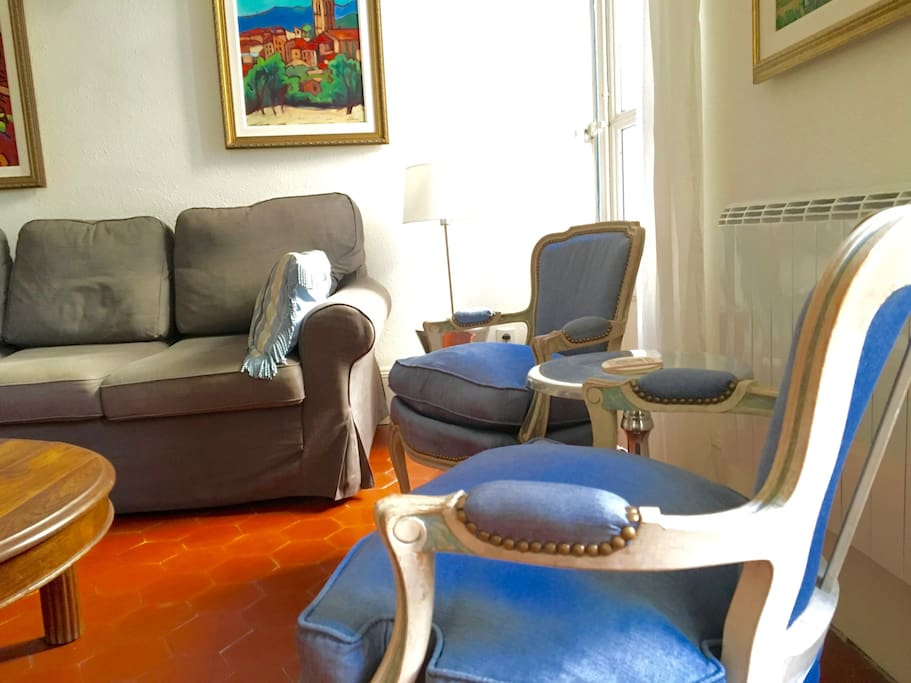 L'Appartement des Artistes #1 is a well-established, highly reviewed vacation rental that is new to Air Bn'B.