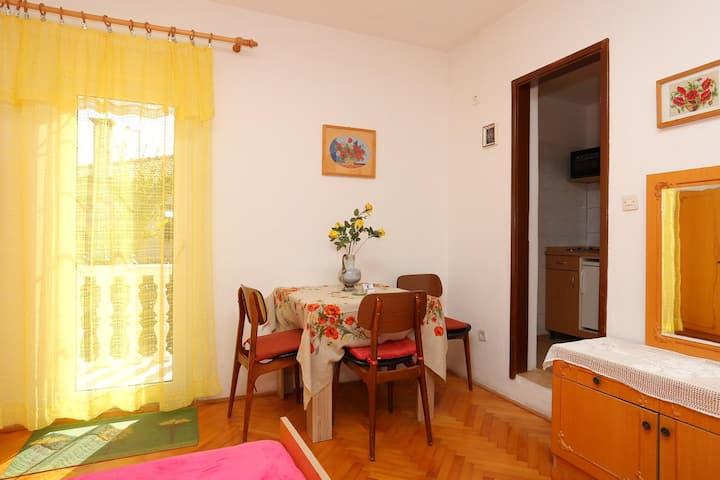Studio apartman s balkonom Supetar, Brač (AS-16656-a)