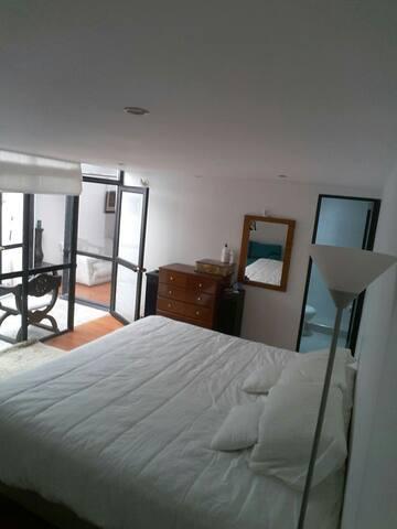 Habitación acogedora y romántica.