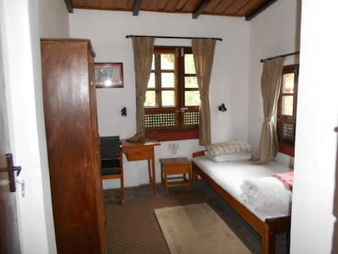 Krishna House - Single Room with Breakfast